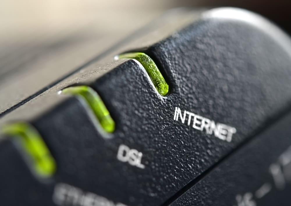 dsl light blinking green no internet