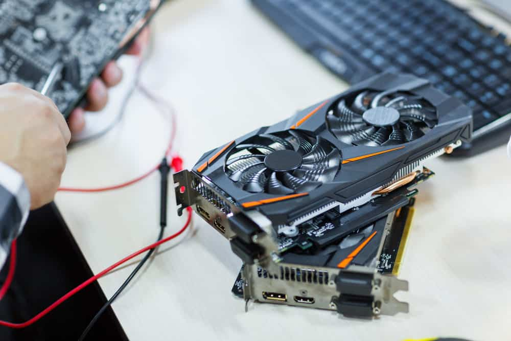 using two different graphics cards at once
